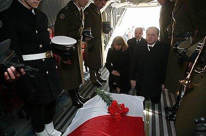 11.04.2010 Smoleńsk. Powrót śp. Prezydenta L. Kaczyńskiego do Polski. http://www.poloniarosji.ru/novosti/wieczny-odpoczynek-ra